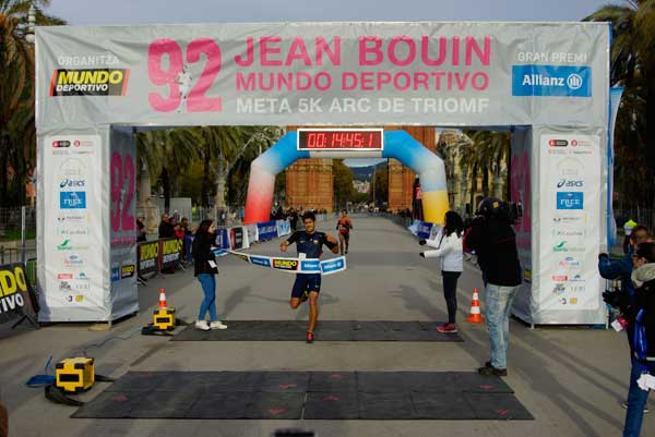 92 Jean Bouin Entrada 5Km Meta Arc de Triomf 22-11-2015